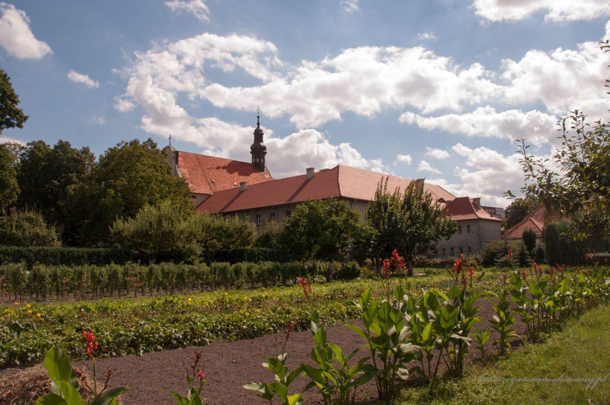 Zespół poreformacki – kościół św. Rodziny i klasztor sióstr Nazaretanek