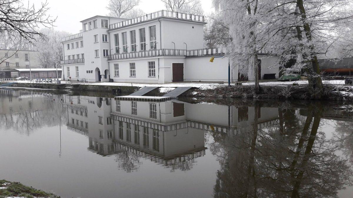 Przystań KTW, którą zbudowano na Prośnie, w Parku Miejskim, zaczęła działać 4 maja 1913 roku. Klub sportowy – Kaliskie Towarzystwo Wioślarskie, założony w 1894 roku, wychowuje zawodników odnoszących wiele sukcesów