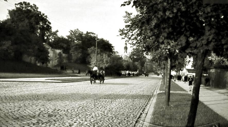 Bruk i zieleń na ulicy Górnośląskiej