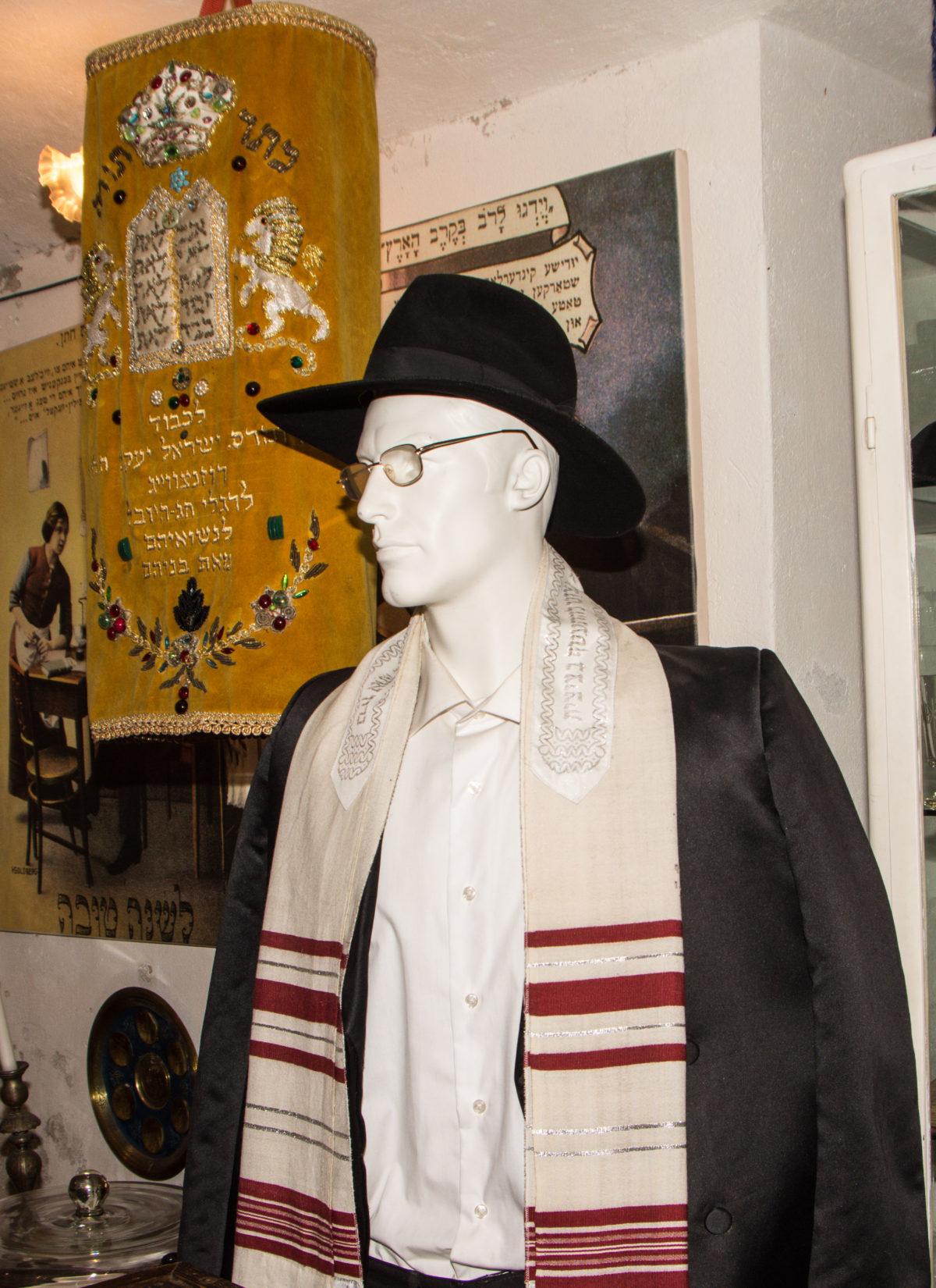 Artefakty z kolekcji Andrzeja Banerta zgromadzone w stworzonym przez niego Muzeum im. G. J. Osiakowskich w Kaliszu