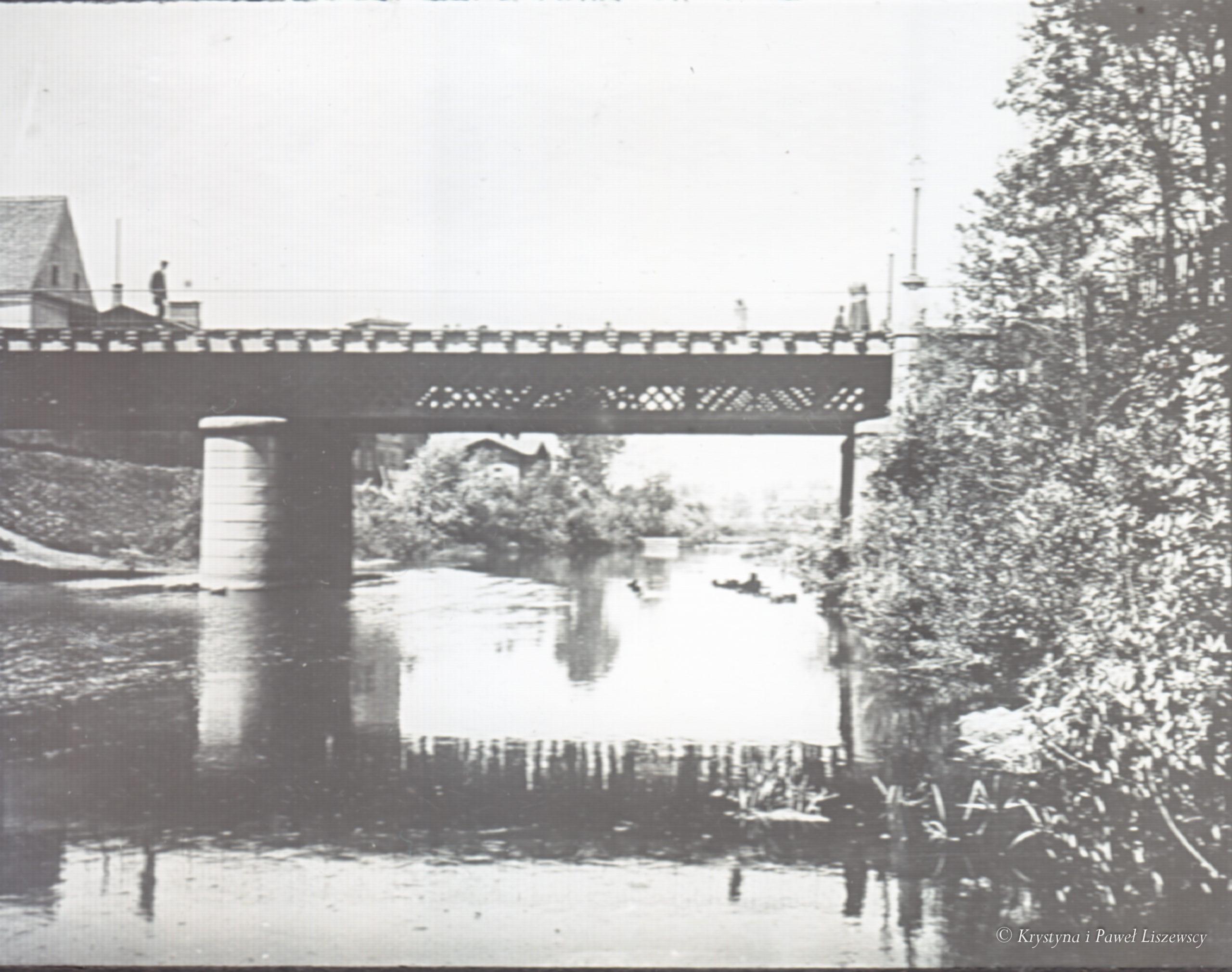 Za panowania CESARZA WSZECH ROSYI KRÓLA POLSKIEGO ALEXANDRA II, za namiestnikostwa hrabiego TEODORA BERGA ukończono budowę mostu w lipcu r 1866, na Kanale Bernardyńskim