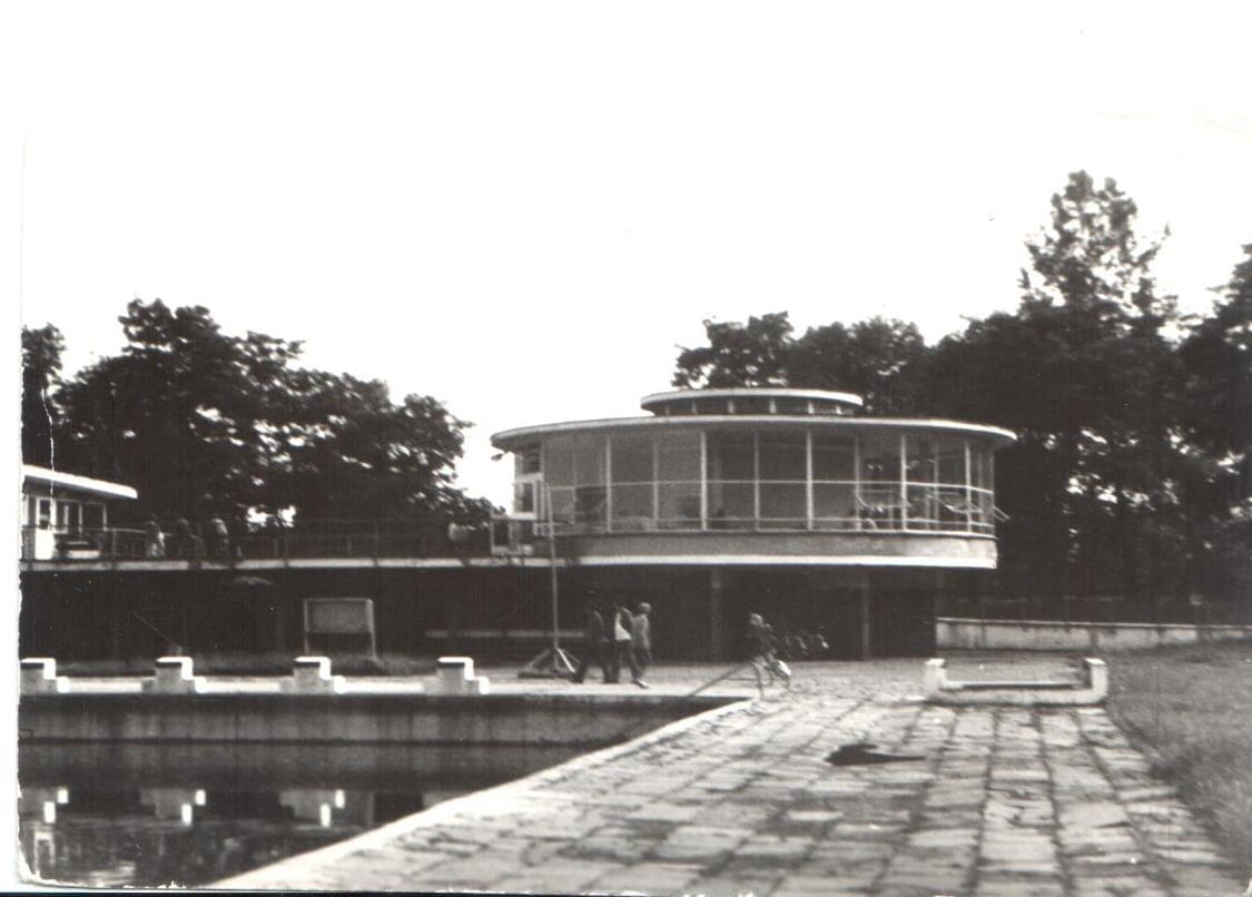 Letni basen miejski w kompleksie sportowym Kaliskiego Klubu Sportowego WŁÓKNIARZ – Przewodnik po starym Kaliszu